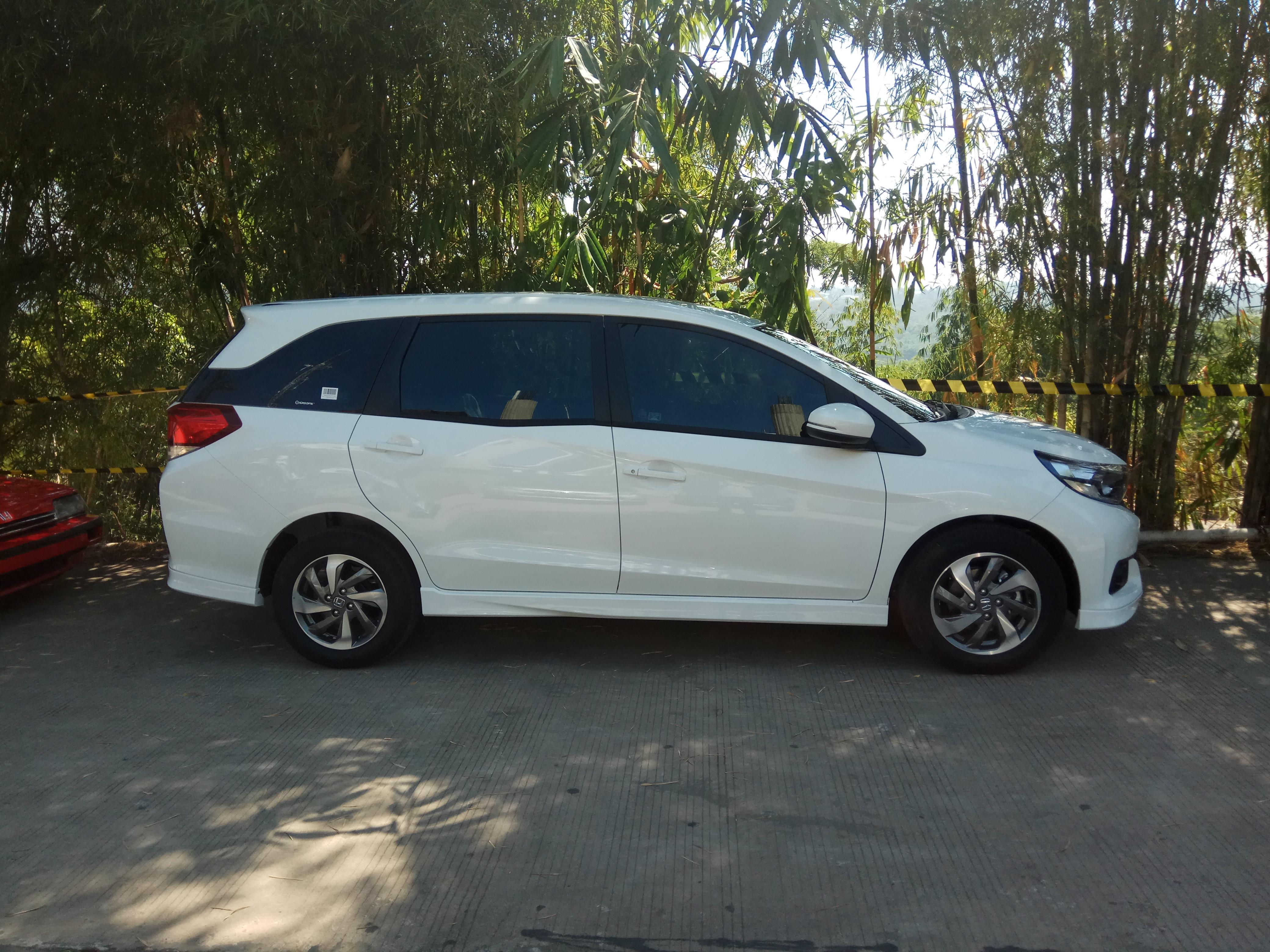 File:2019 Honda Mobilio 1.5 E (side), Bawen, Semarang.jpg ...