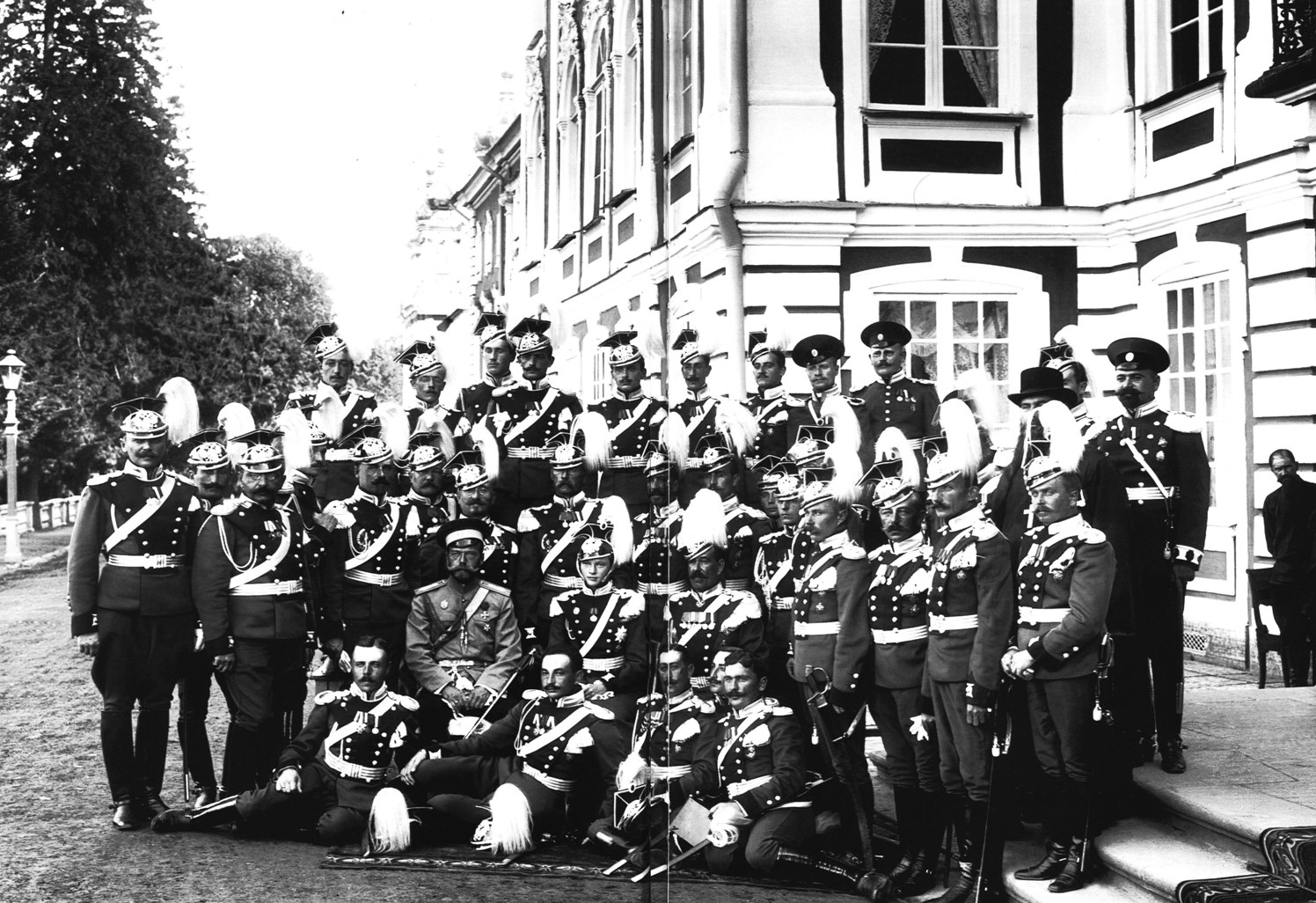 Файл:8th Voznesenky Lancers' parade (1913).jpeg