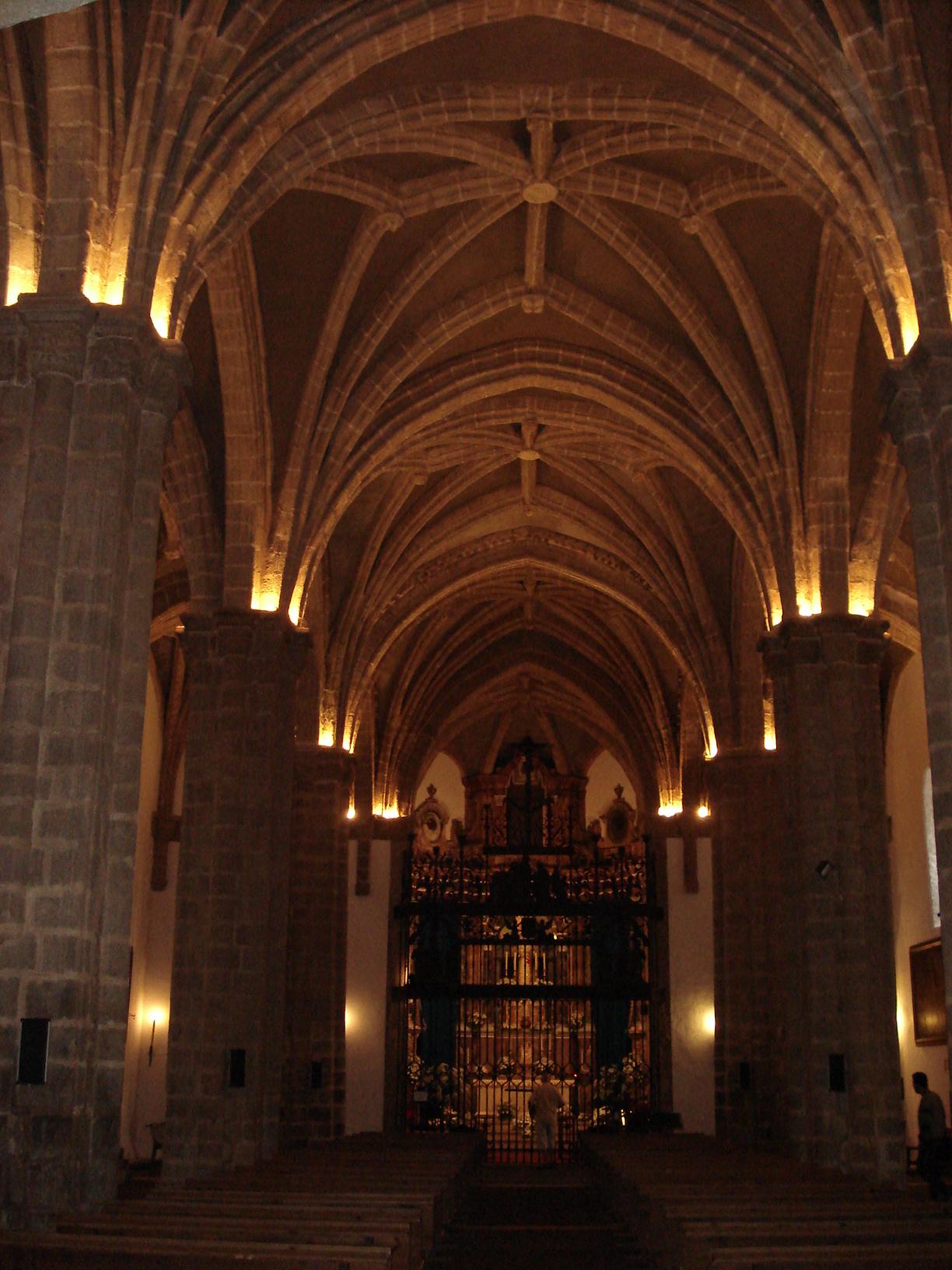 file aracena iglesia del castillo interior 01 jpg