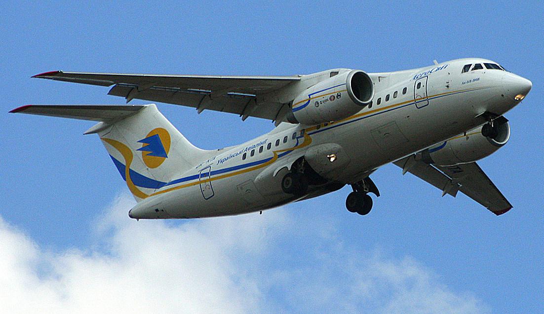 AeroSvit-An-148-100-%28UR-NTA%29-landing