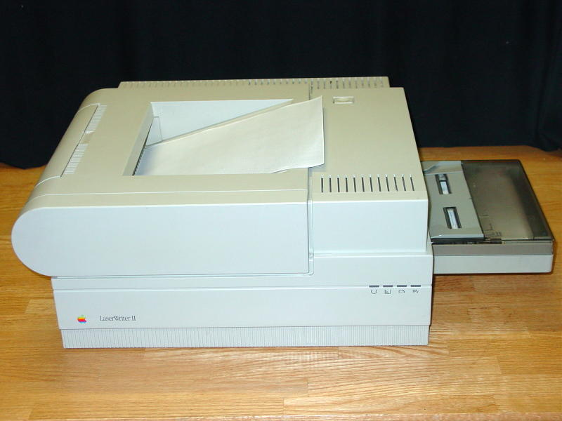 https://upload.wikimedia.org/wikipedia/commons/0/08/Apple_Laserwriter_II.jpg