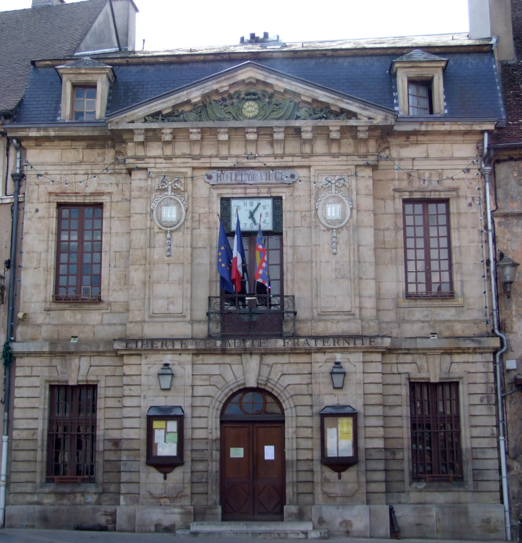 Arnay France  City new picture : Arnay le duc Hotel de ville04 Wikimedia Commons
