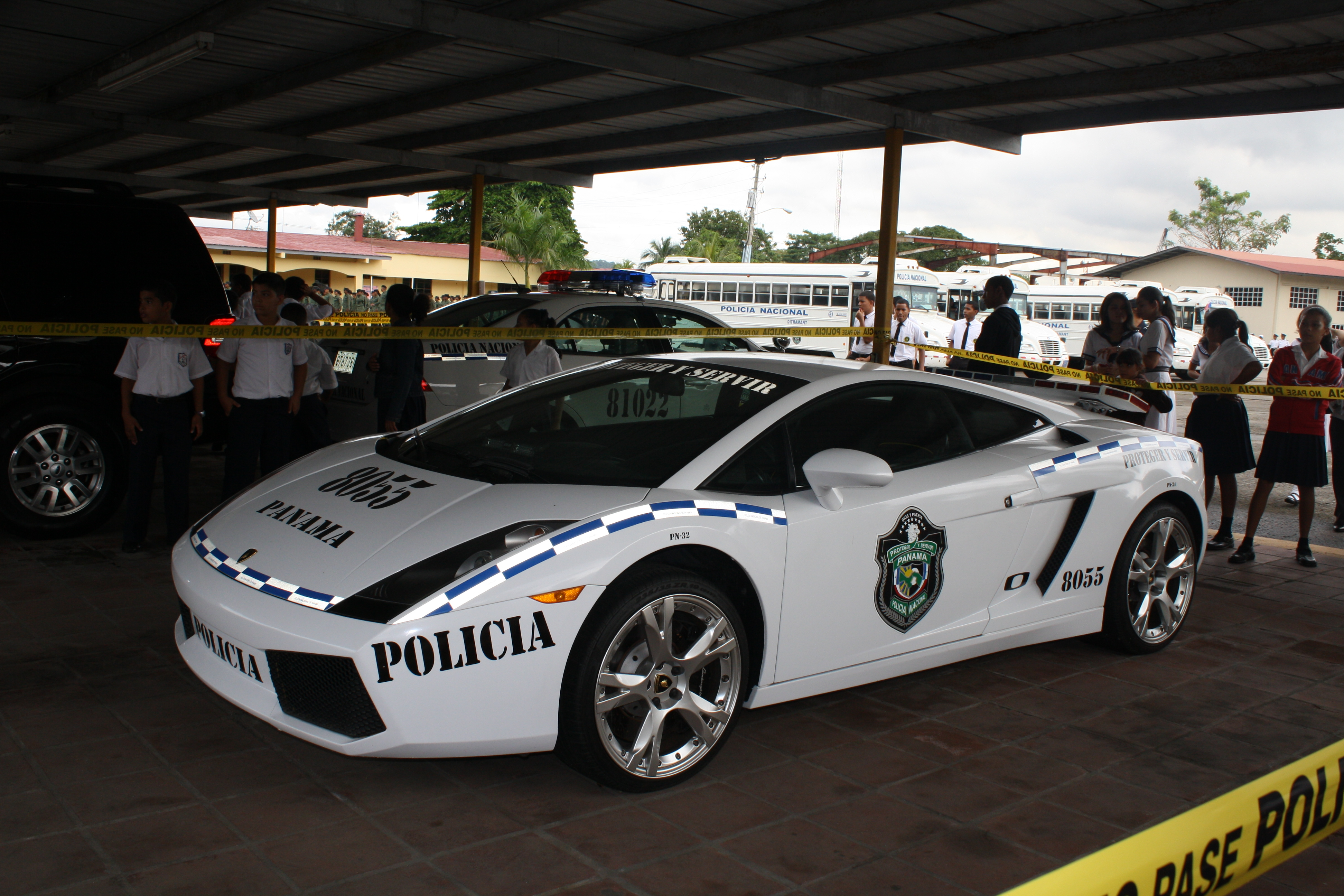file auto patrulla lamborghini de la polic a nacional de. Black Bedroom Furniture Sets. Home Design Ideas
