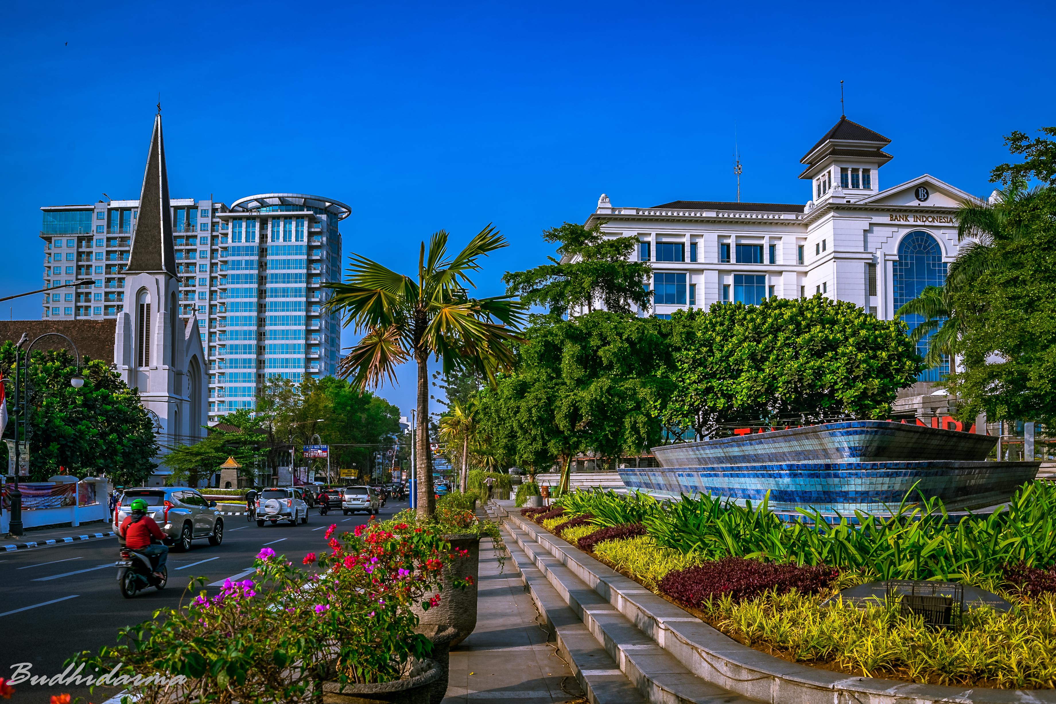Bandung merupakan salah satu kota terbesar di Indonesia