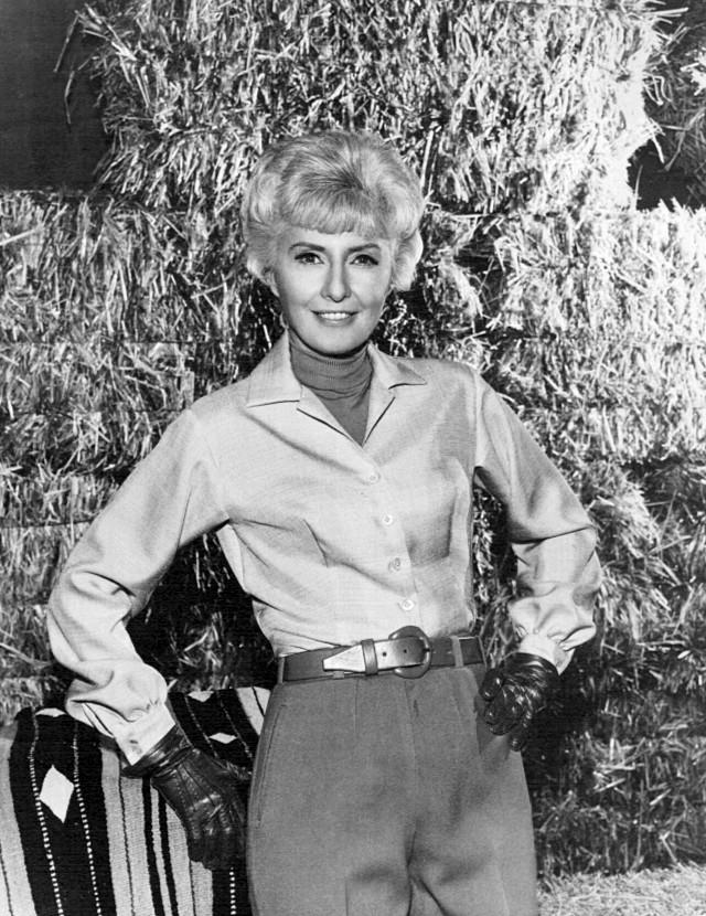 Barbara_Stanwyck_Big_Valley_1968.jpg