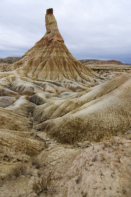 Soft alluvial clays interbedded with harder lacustrine limestones and fluvial sandstones predominate over much of the Ebro Basin in NE Spain. In these badlands at Bardenas Reales (Castildetierra, Navarra), high erosion rates have been measured in the order of millimeters per year, but how these rates link to the long-term history of the basin is unclear. These strata record a 15-million-years-old lake and alluvial system in the centre of an endorheic Ebro basin (84,000 km2 in area). Subsequent basin capture and drainage integration towards the Mediterranean lead to erosional features like the one in the picture. Our study dates this major drainage change at 12.0-7.5 million years ago. Location: 42.2103 N, 1.5157 W