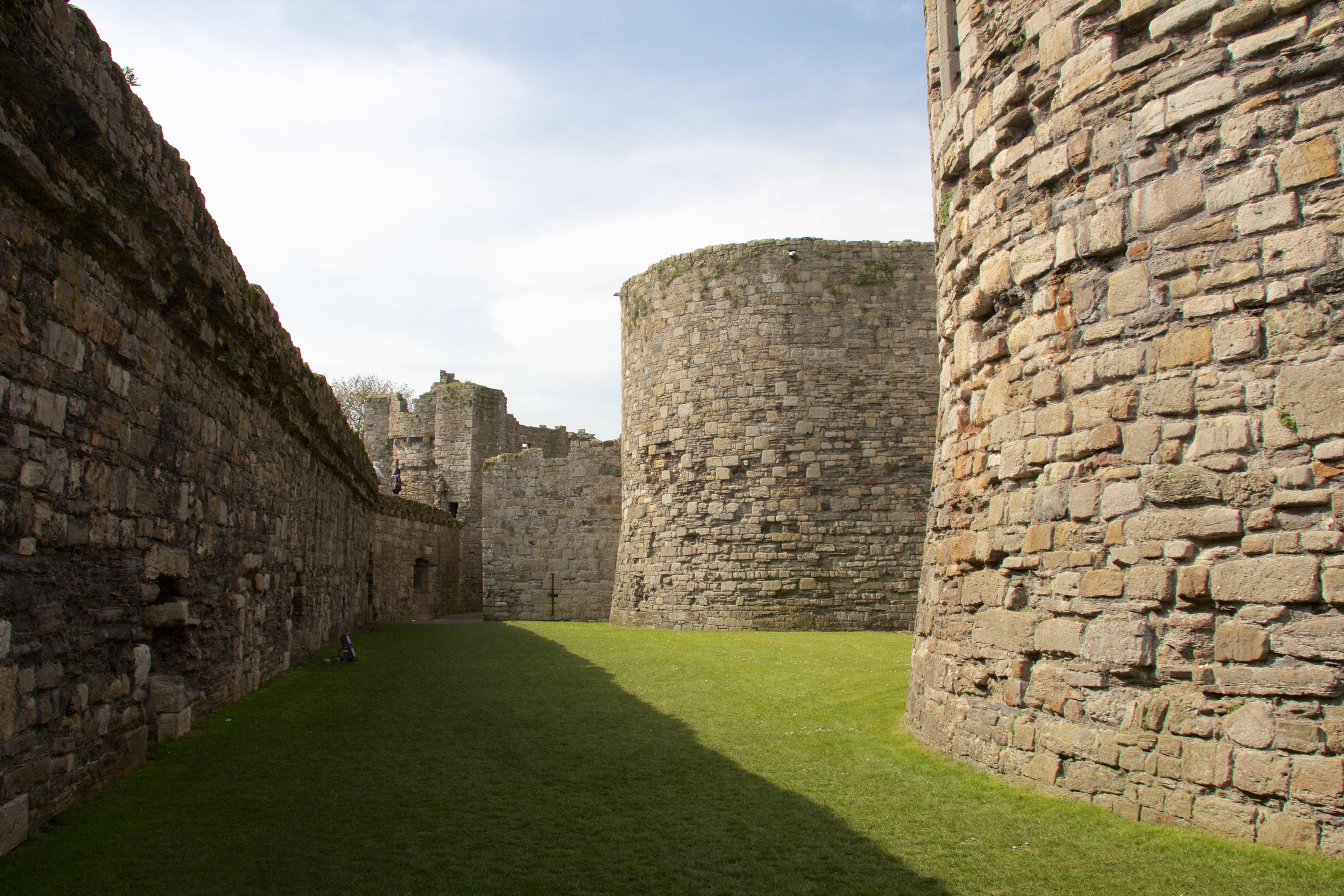 filebeaumaris castle 2015 018jpg