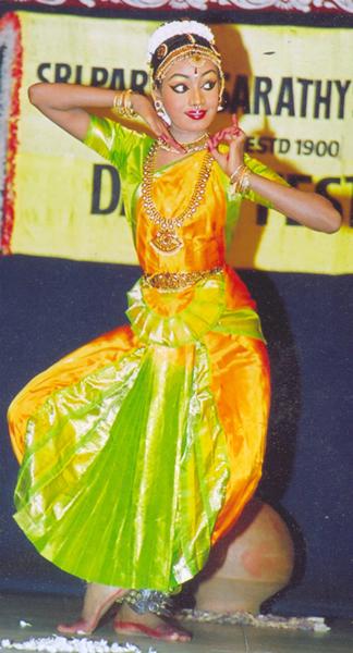 File:Bharatanatyam 15.jpg