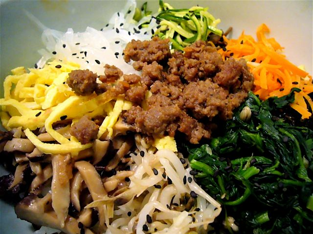 File:Bibimbap by dizznbonn in New York.jpg