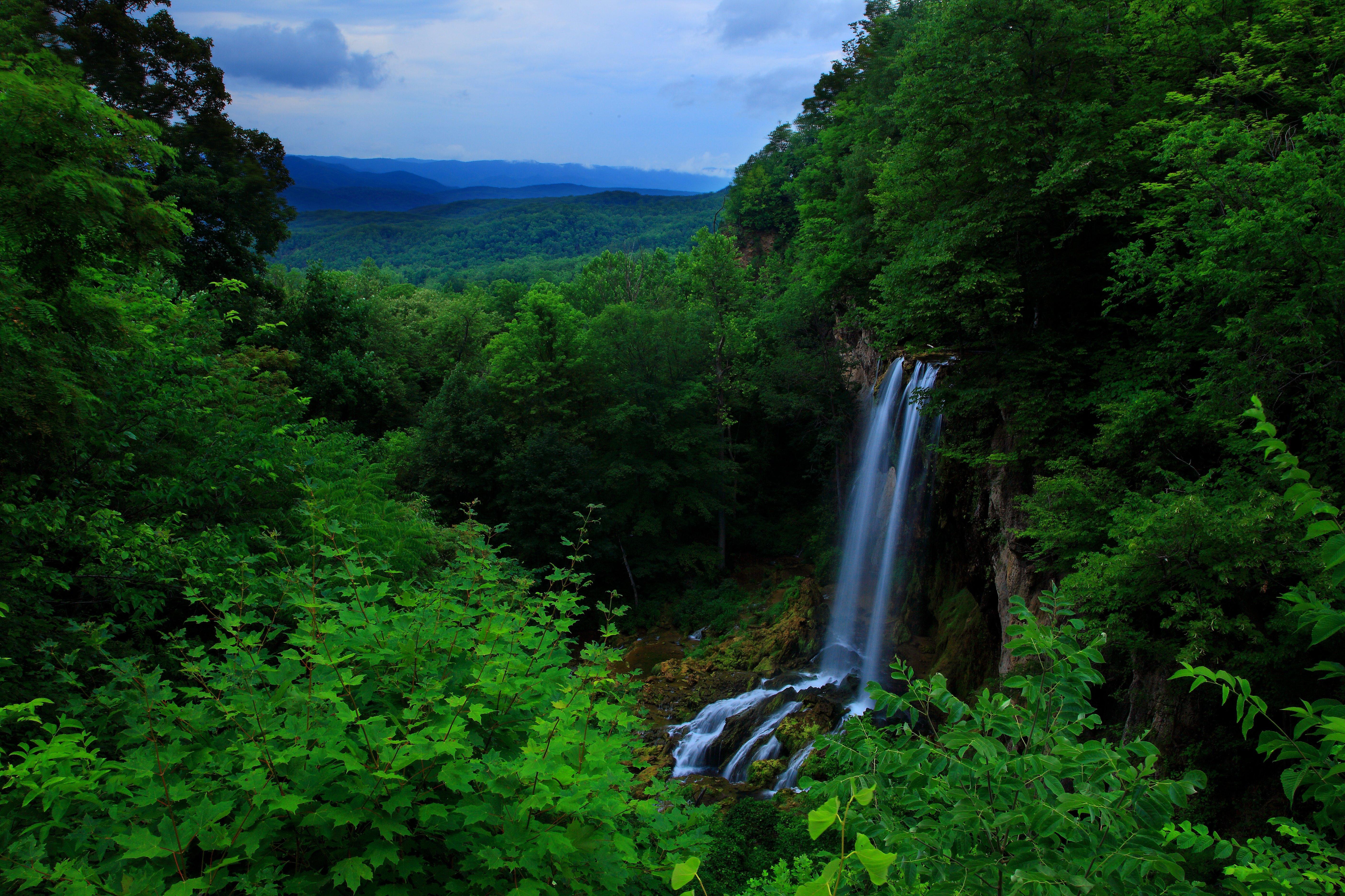 File:Blue-ridge-mountain-waterfalls3 - Virginia