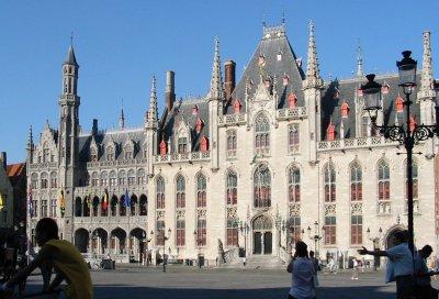 http://upload.wikimedia.org/wikipedia/commons/0/08/Brugge_Markt1.jpg