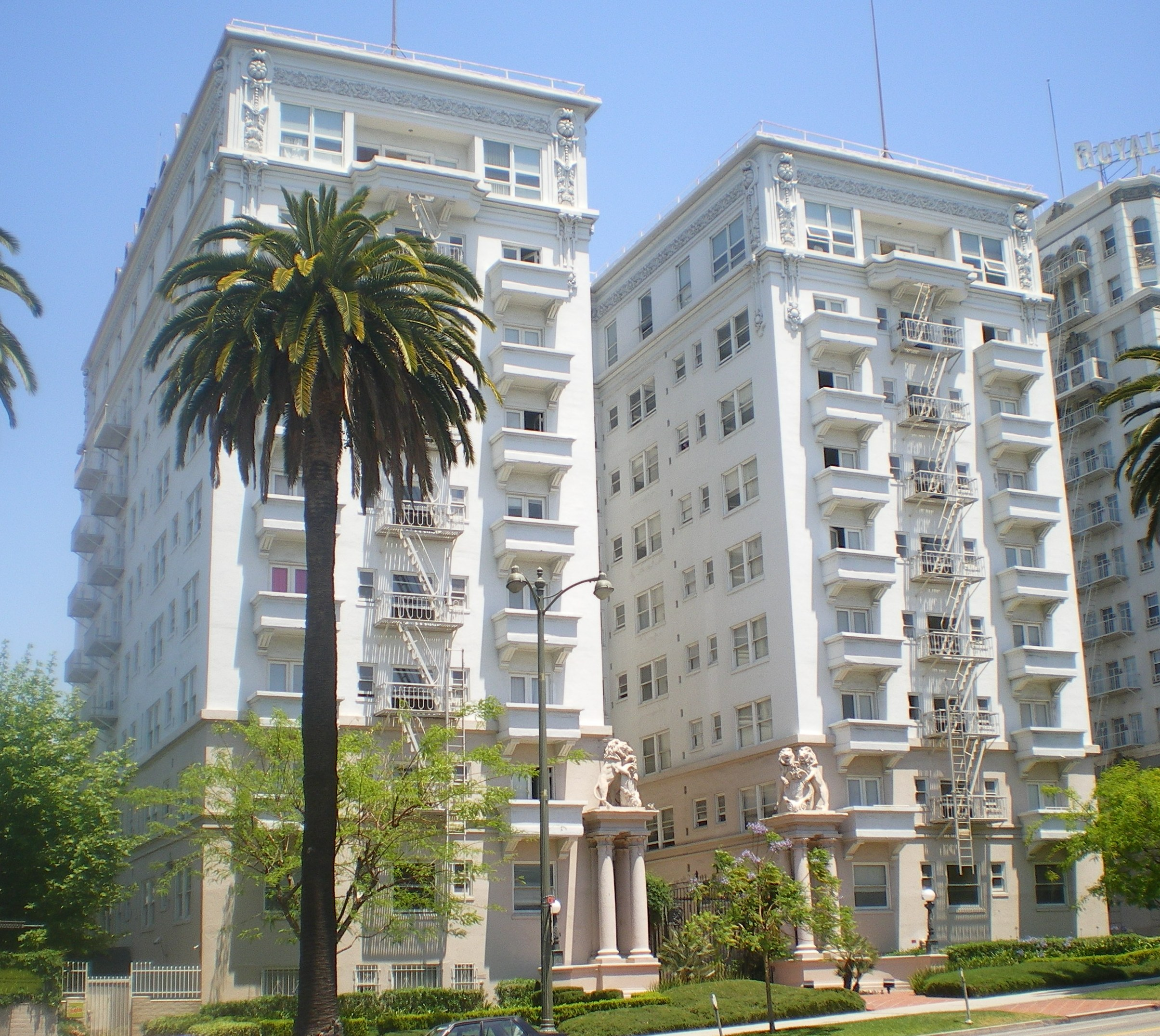 File:Bryson Apartment Hotel, Los Angeles.JPG - Wikimedia ...
