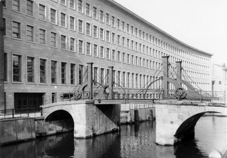 file bundesarchiv b 145 bild p018383 berlin reichsbank und jungfernbr wikimedia commons. Black Bedroom Furniture Sets. Home Design Ideas