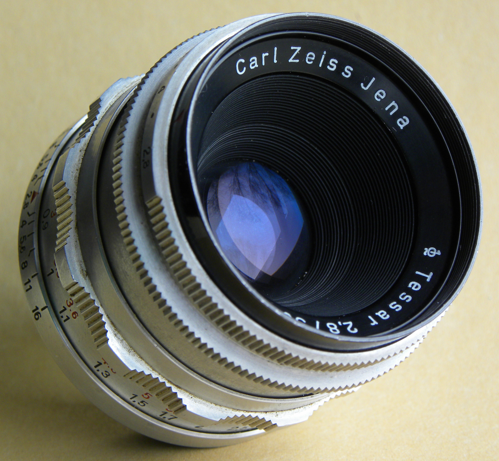 carl zeiss lens dating Date of manufacture and quality of carl zeiss jena tessar 45/300 that lens was made in the late 1970's by zeiss jena in the gdr and is of course coated the design was by merté, from 1928.