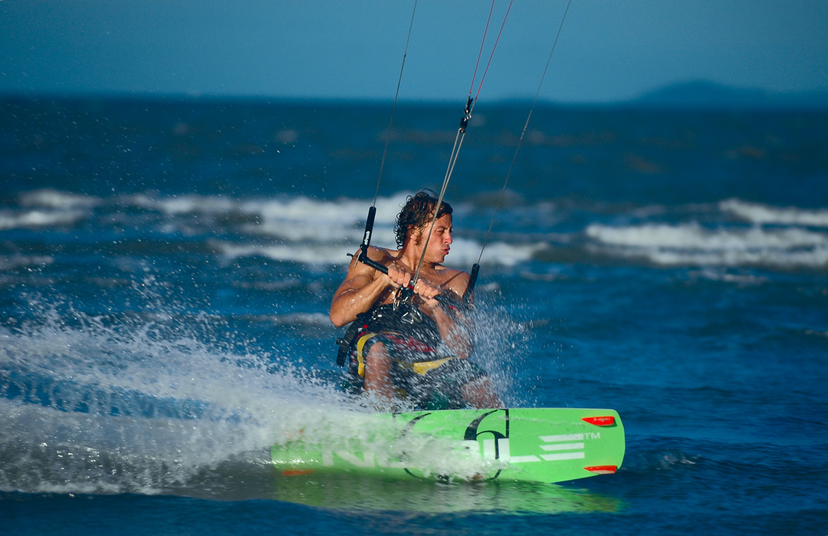Kitesurfing, carving
