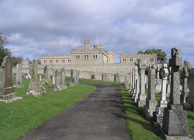 File:Castlewood Cemetery - geograph.org.uk - 371421.jpg