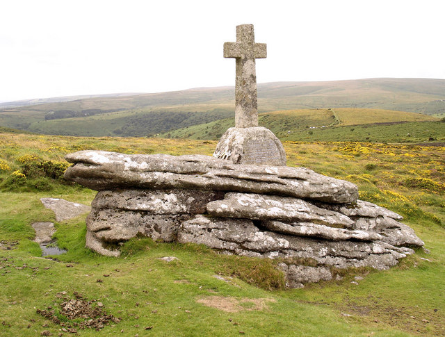 File:Cave-Penny Cross near Corndon Tor - geograph.org.uk - 1426169.jpg