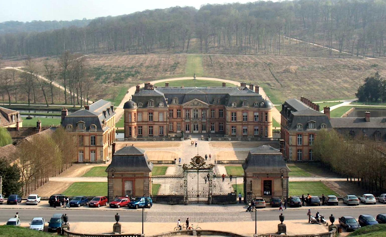 File chateau de dampierre en yvelines 01 for Chateau des yvelines