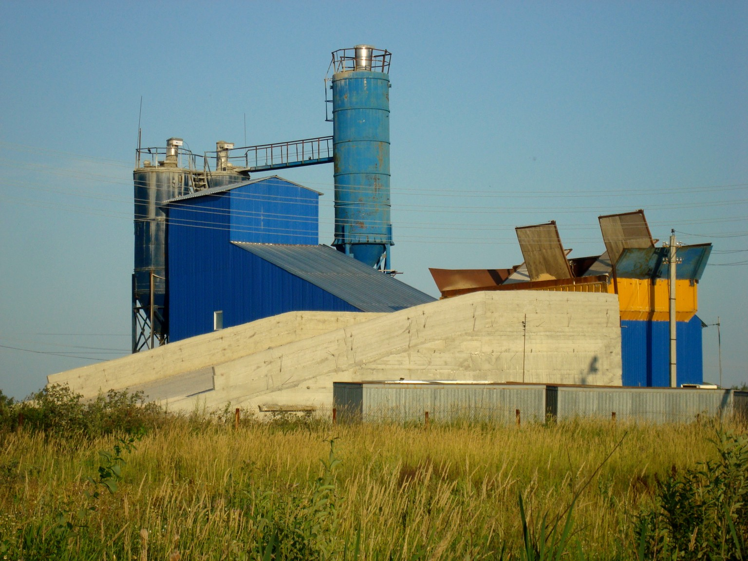 File concrete factory old annino petushki rayon wikimedia commons - Old cement factory turned home ...