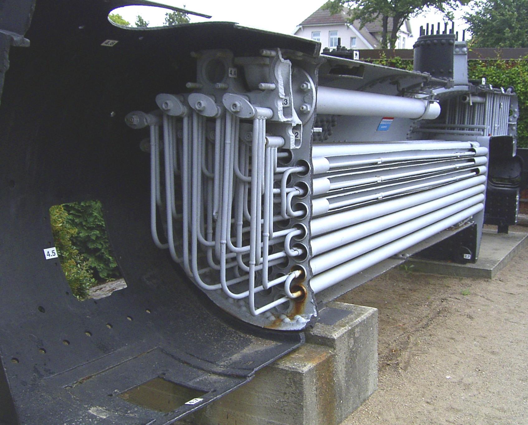 File:Dampfkessel Überhitzerrohre.jpg - Wikimedia Commons