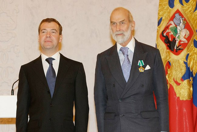 https://upload.wikimedia.org/wikipedia/commons/0/08/Dmitry_Medvedev_and_Michael_of_Kent.jpg