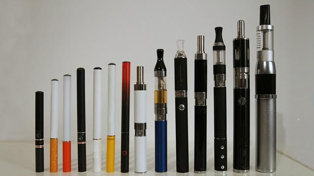 https://upload.wikimedia.org/wikipedia/commons/0/08/E-cig-range-hero_CC_by_2.0.jpg