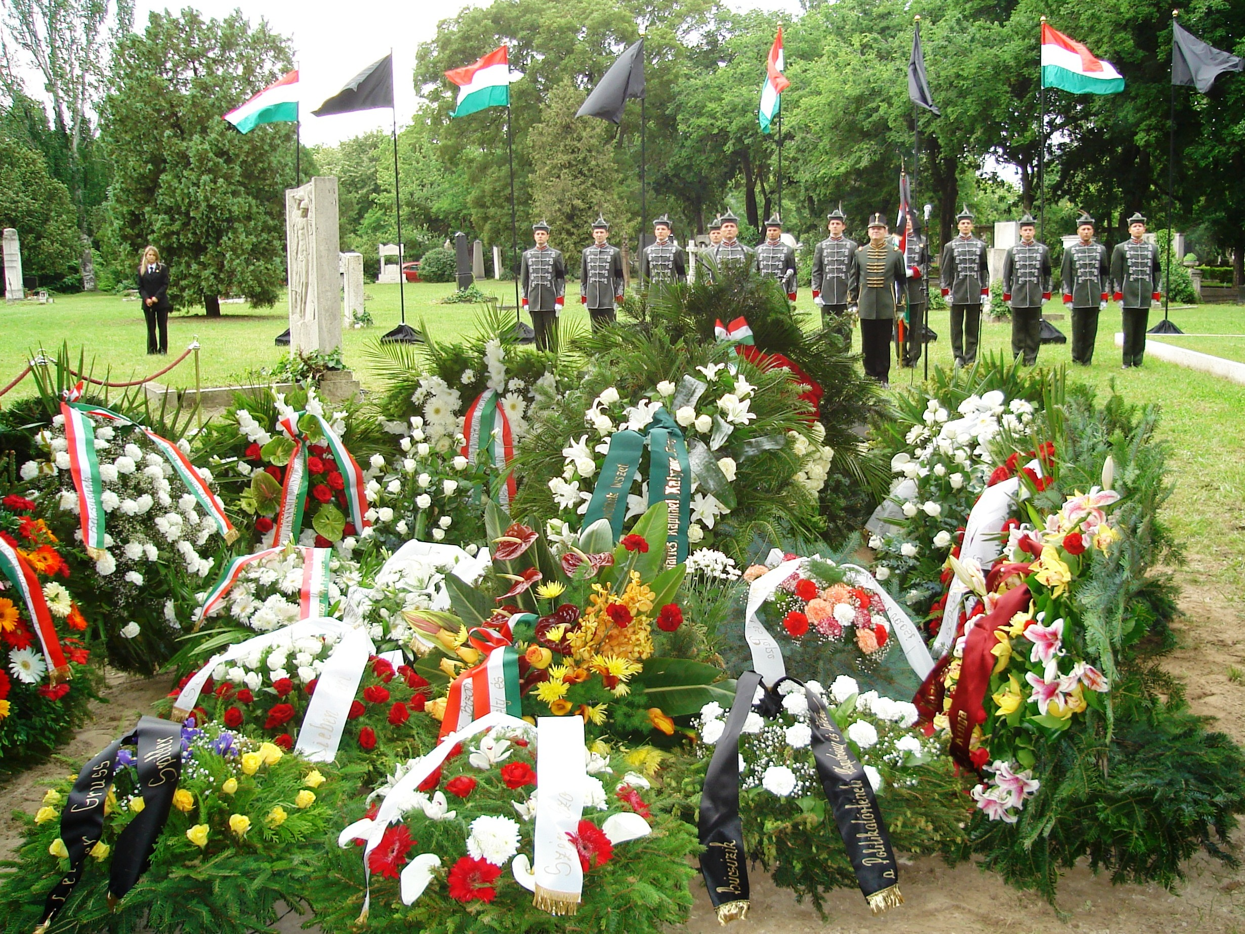 Filefejto funeral budapest 2g wikimedia commons filefejto funeral budapest 2g izmirmasajfo