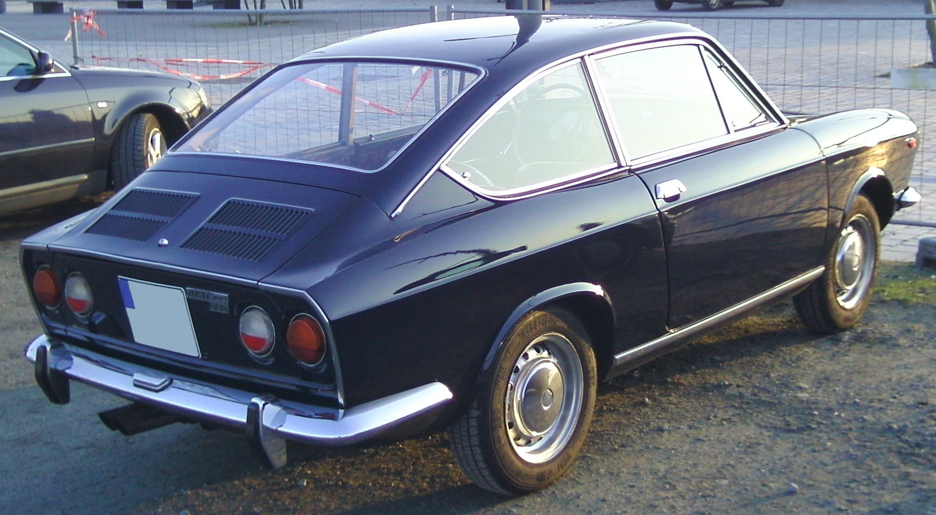 File Fiat 850 Sport 2 Jpg Wikimedia Commons