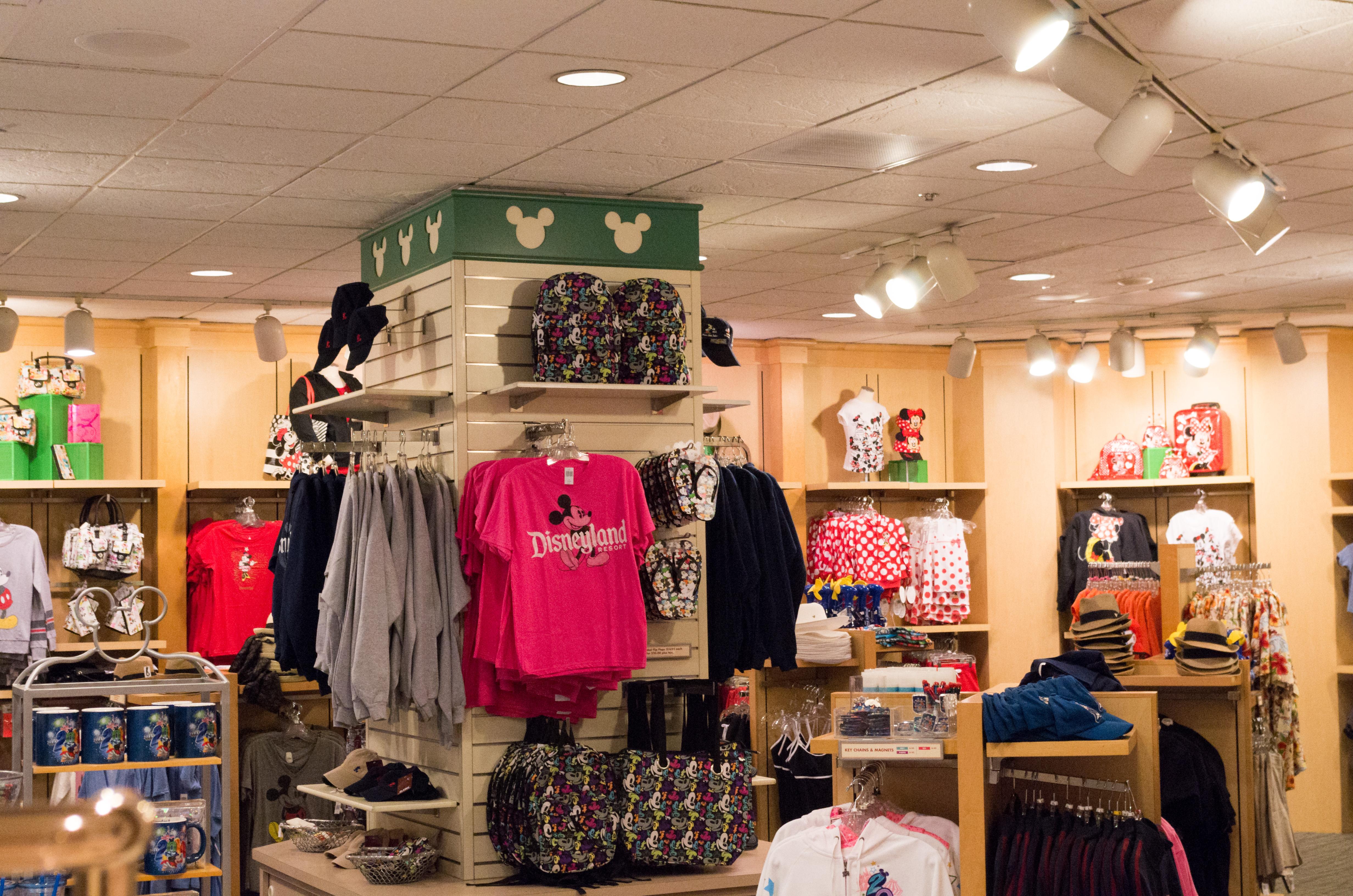 File:Gift Shop, Paradise Pier Hotel 2014.jpg - Wikimedia Commons