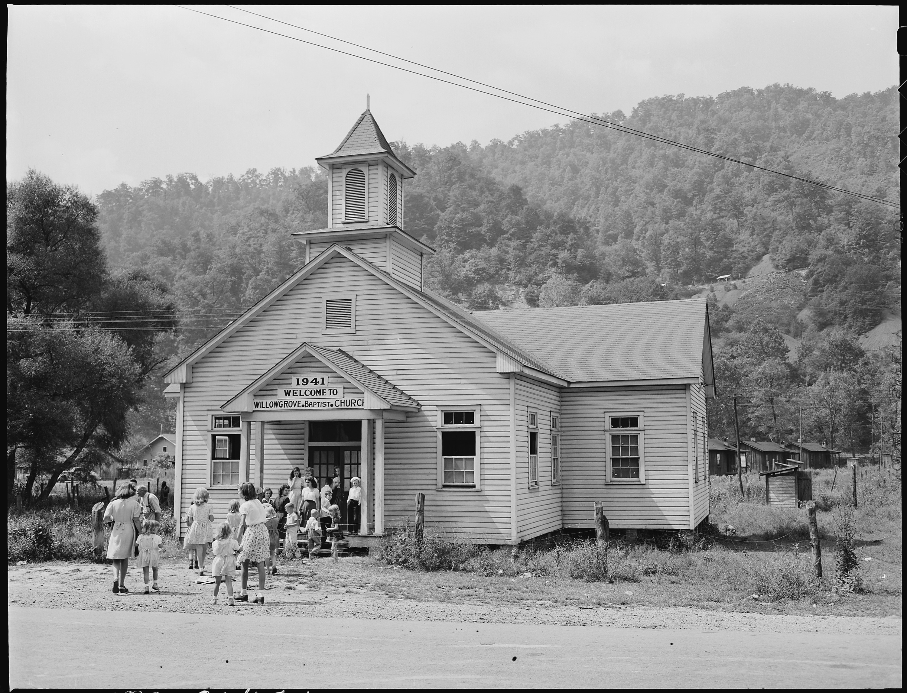 File:Going to Sunday school at the Baptist Church. Lejunior, Harlan County, Kentucky. - NARA - 541344.jpg