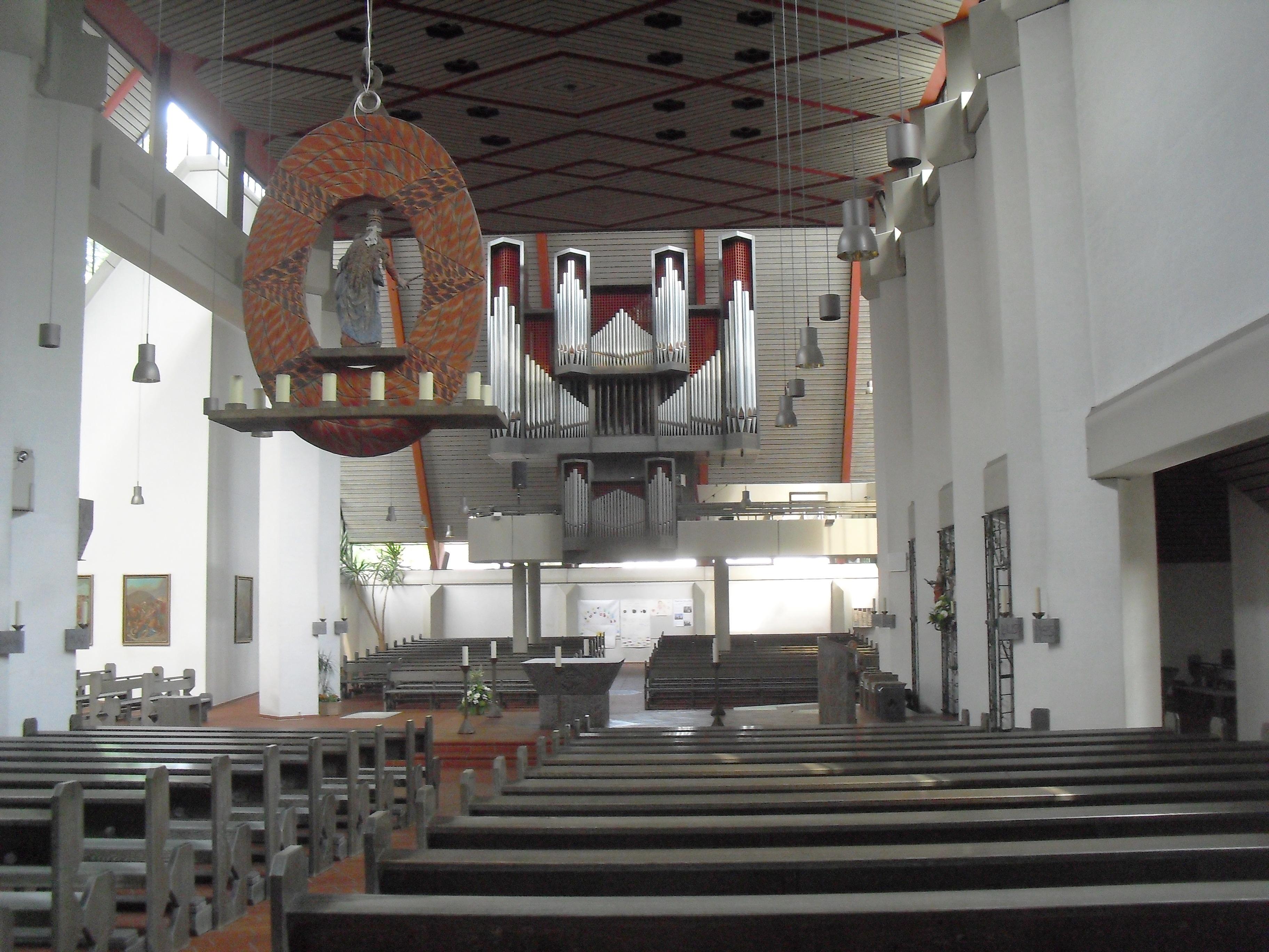 File:Hövelhof-Kirche innen.jpg - Wikimedia Commons