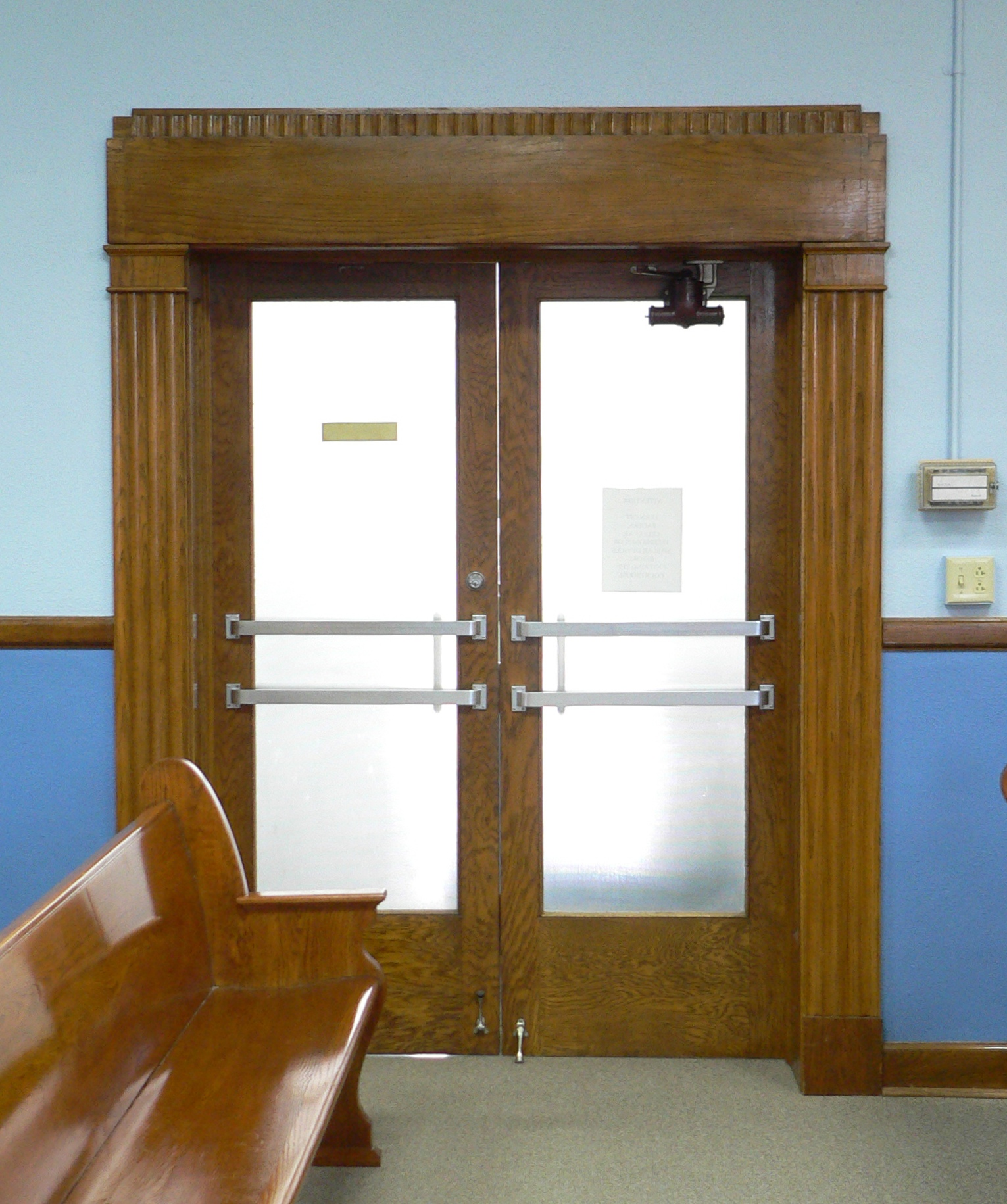 FileHamilton County Courthouse (Kansas) courtroom doors 2.JPG & File:Hamilton County Courthouse (Kansas) courtroom doors 2.JPG ...
