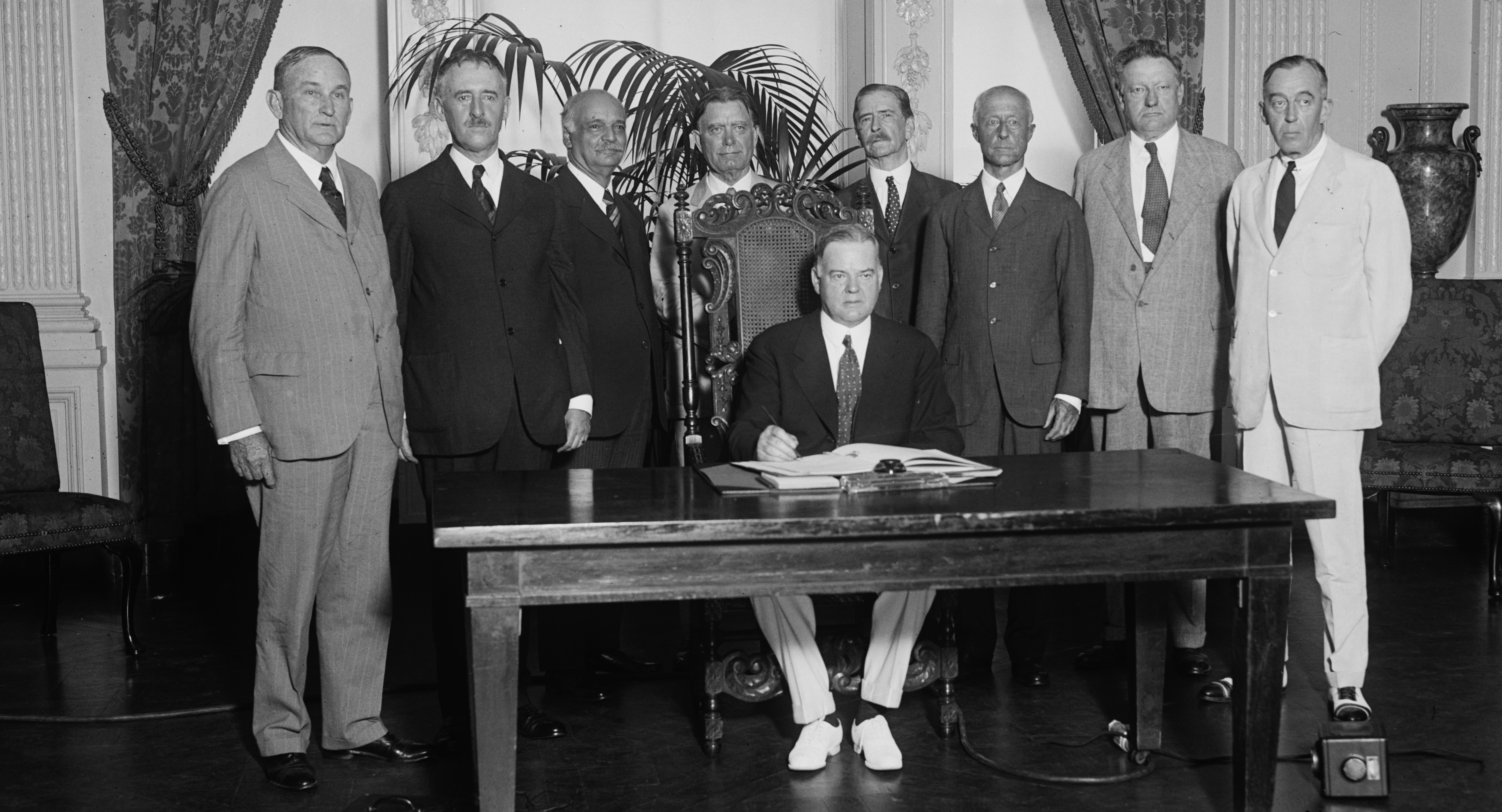 File:Herbert Hoover at desk with group standing behind him.jpg ...
