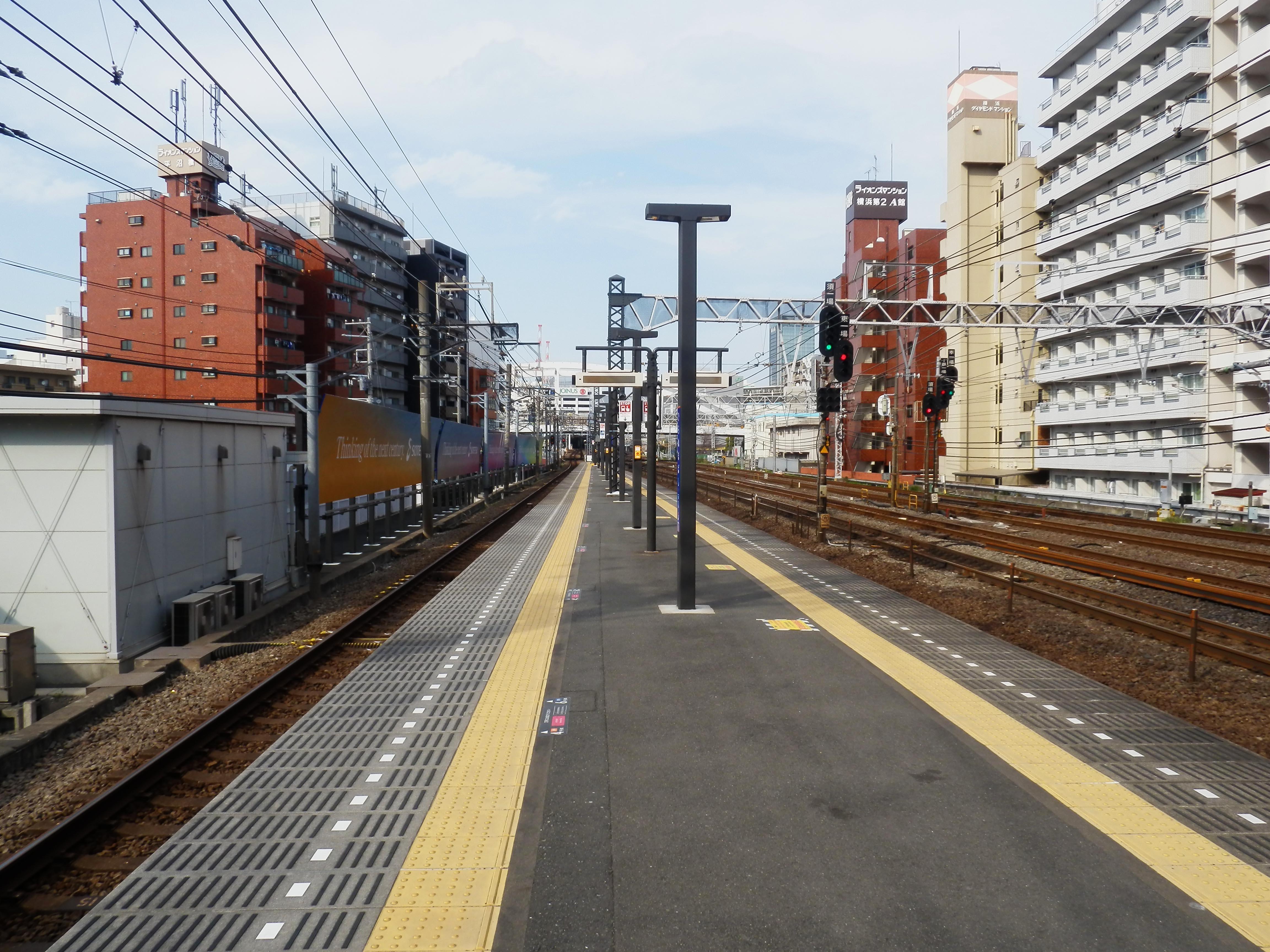 https://upload.wikimedia.org/wikipedia/commons/0/08/Hiranumabashi_station_platform_20170416.jpg