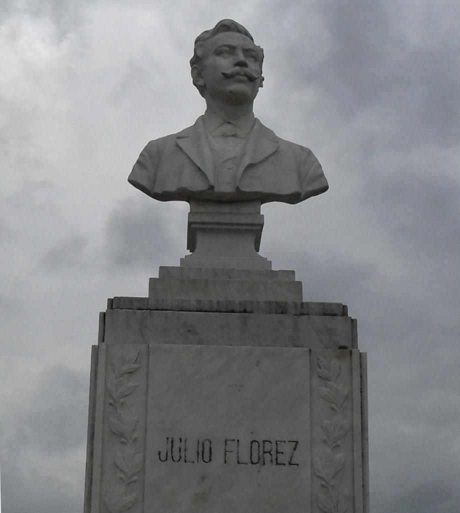 Busto de Julio Flórez en el parque de su mismo nombre en la ciudad de Chiquinquirá, su ciudad natal.