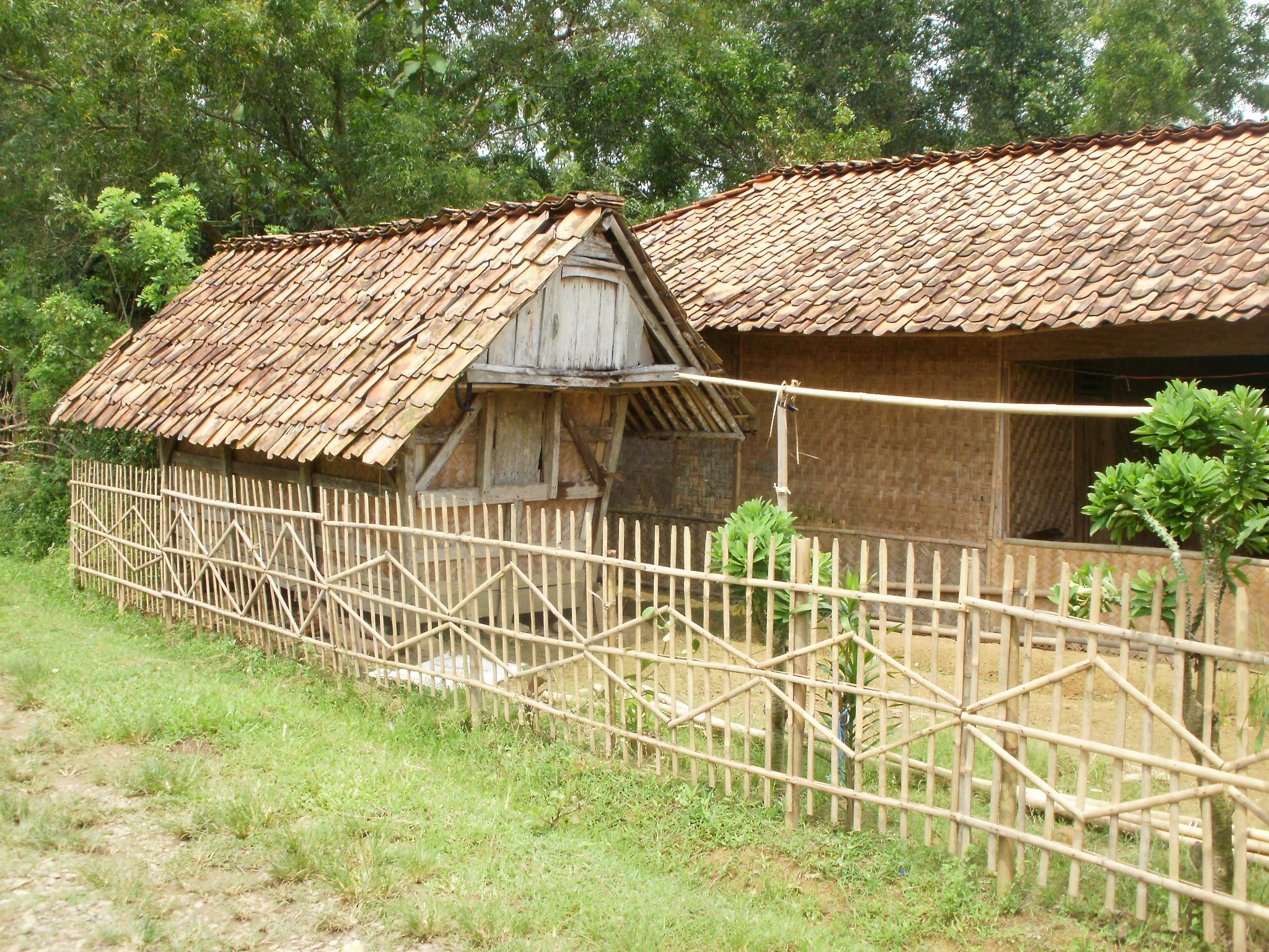 File:Konstruksi bambu....