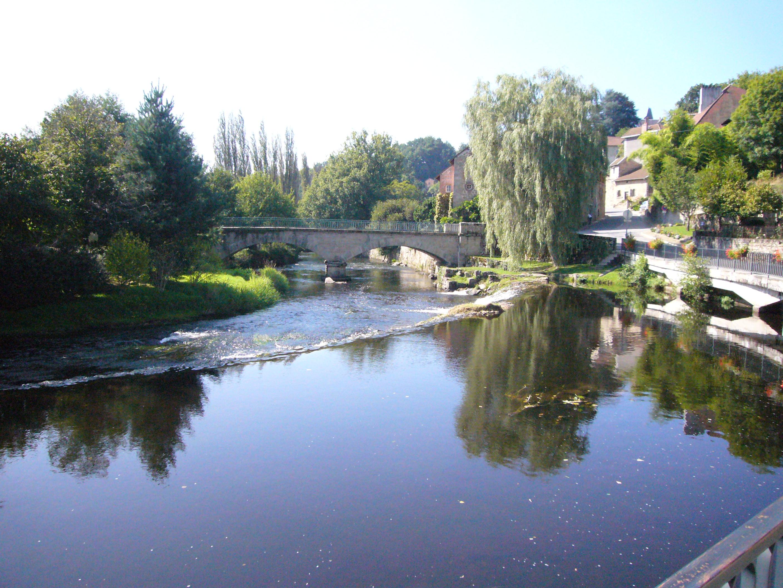 File la vienne eymoutiers jpg wikimedia commons for Habitat de la vienne chatellerault