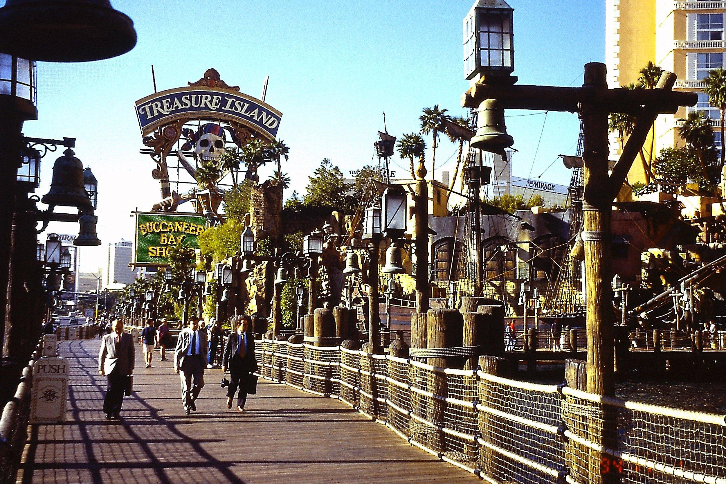Las Vegas 94 >> File Las Vegas S Las Vegas Blvd Treasure Island Se Pict0096