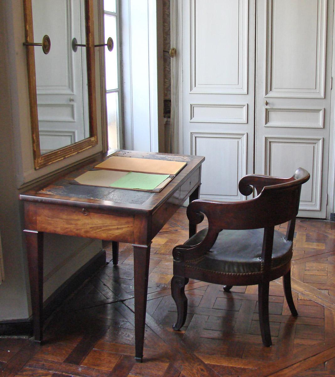 Filele Bureau Dauguste Comte Maison Da Comte