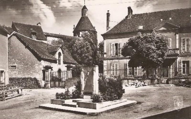 File:Luzy, Nièvre - Monument aux maquisards - Carte postale.jpg