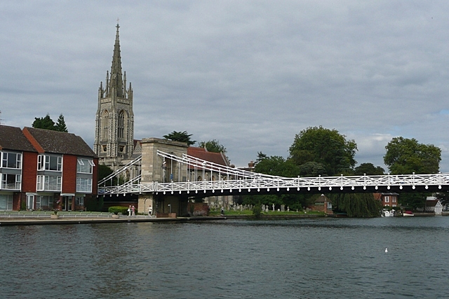 Marlow bridge and church - geograph.org.uk - 948227
