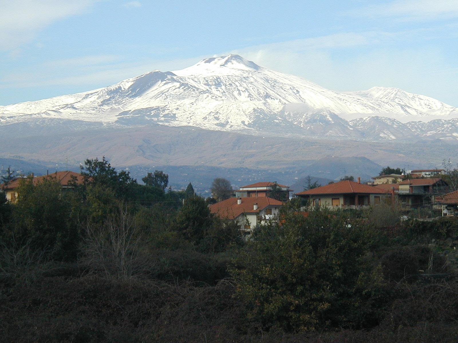 File:Monte Etna San Gregorio di Catania 2001.jpg - Wikimedia Commons