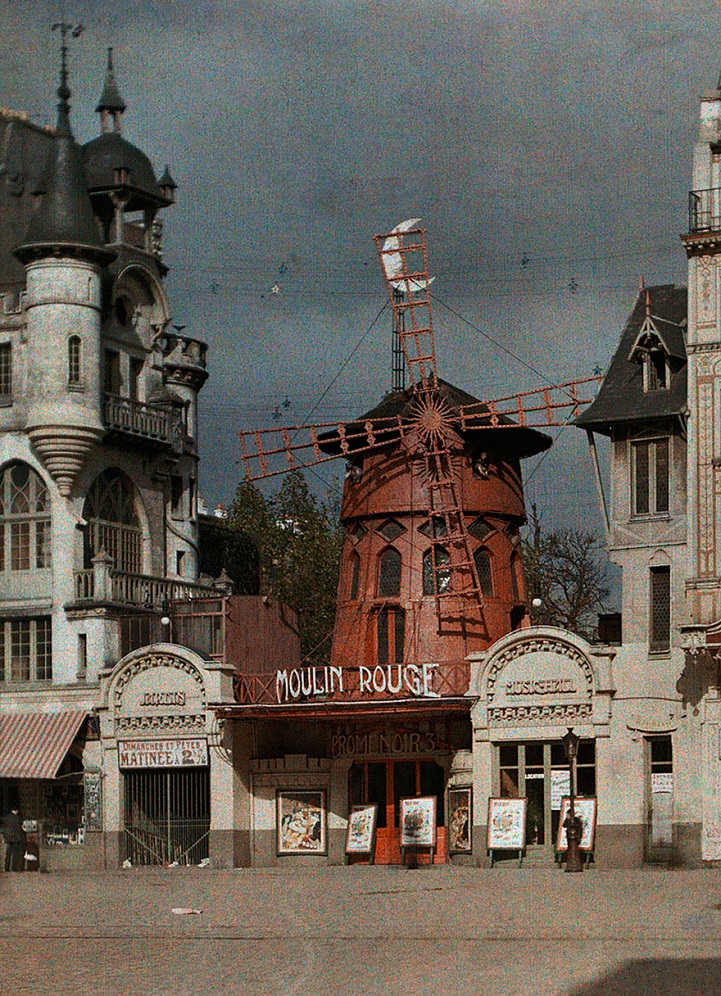 What kind of symbolism is in Moulin Rouge?