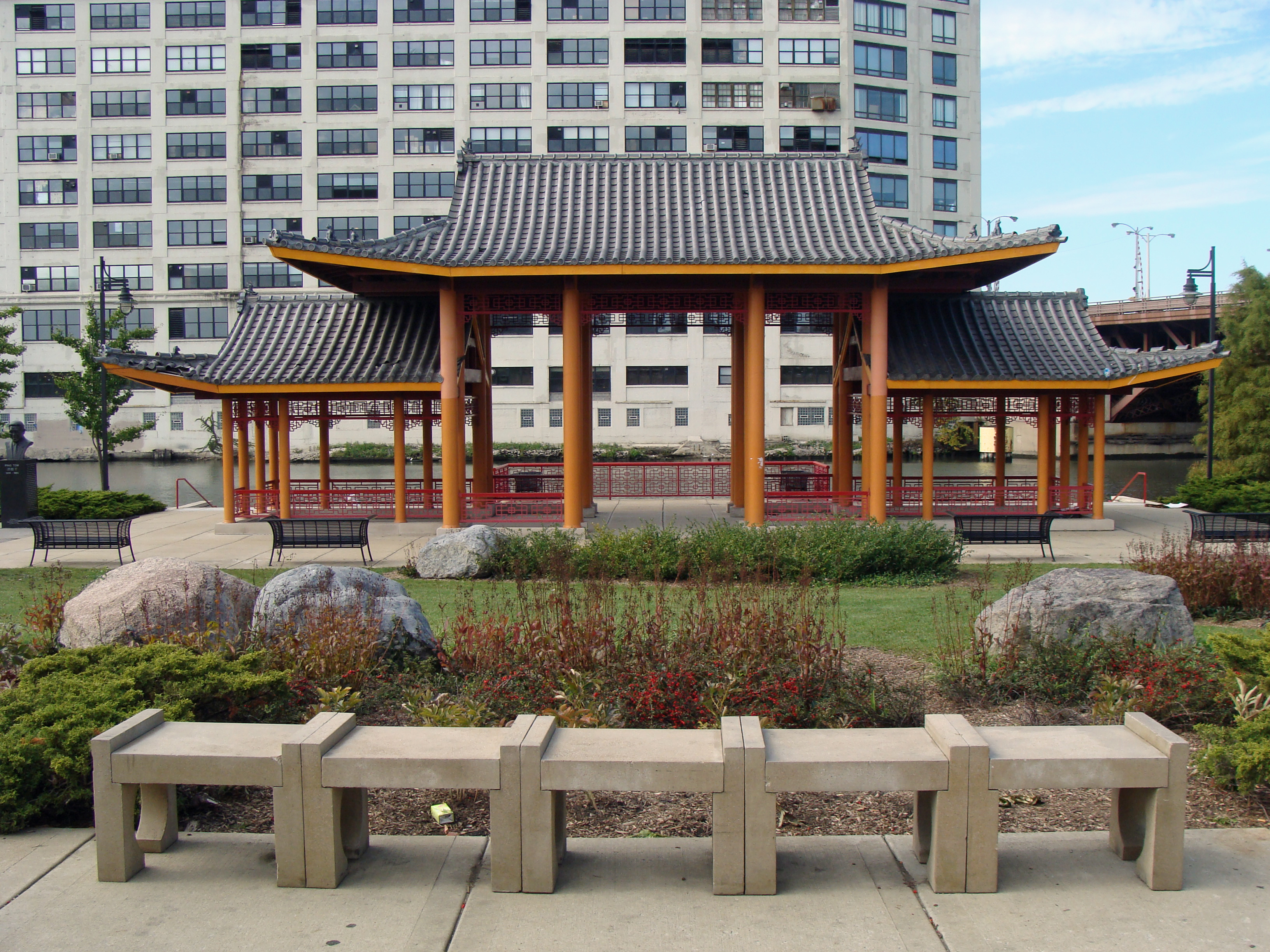 Ping Tom Park pavilion.jpg