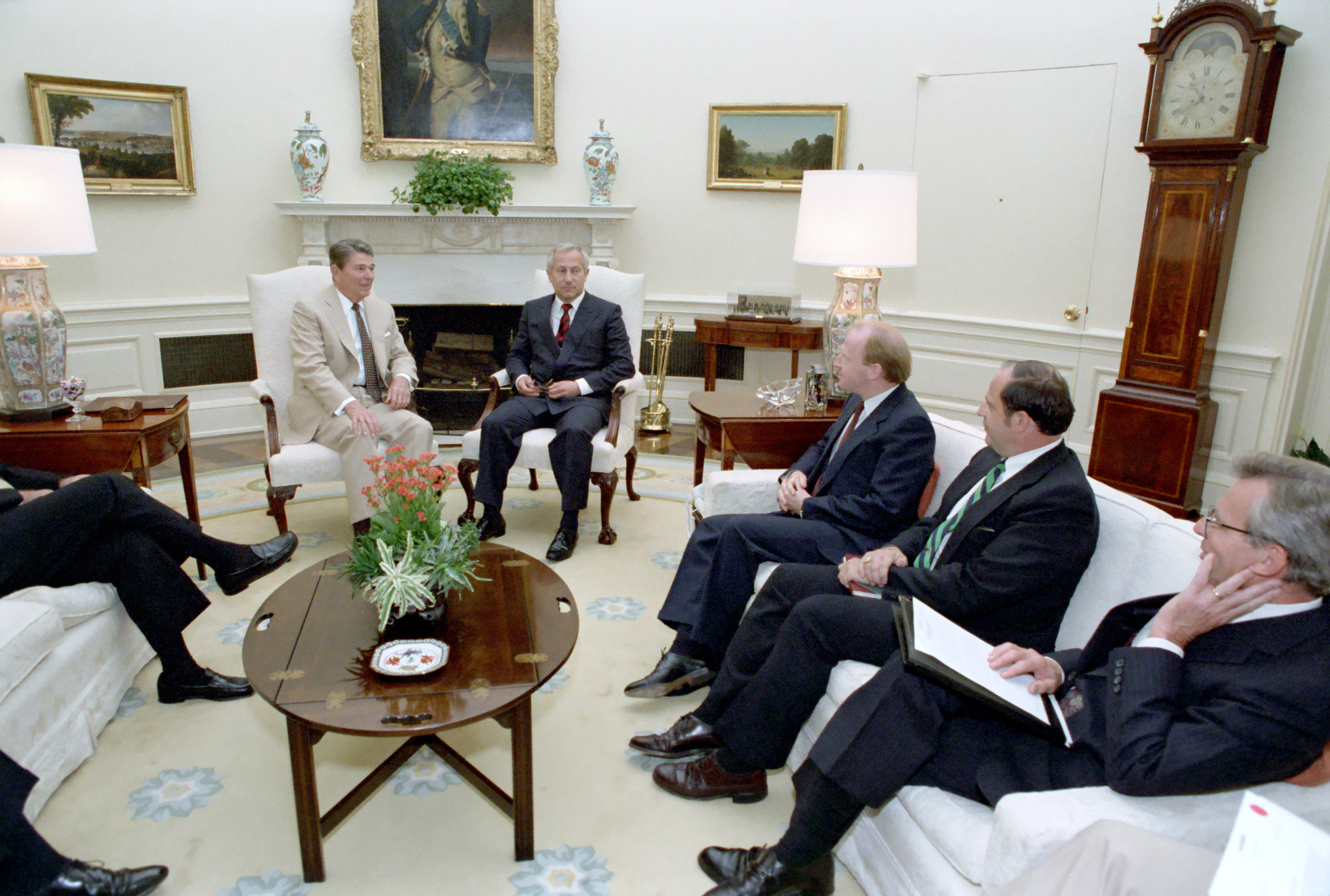 oval office fireplace. File:Reagan\u0027s Meeting With Oleg Gordievsky In The Oval Office (11).jpg Fireplace