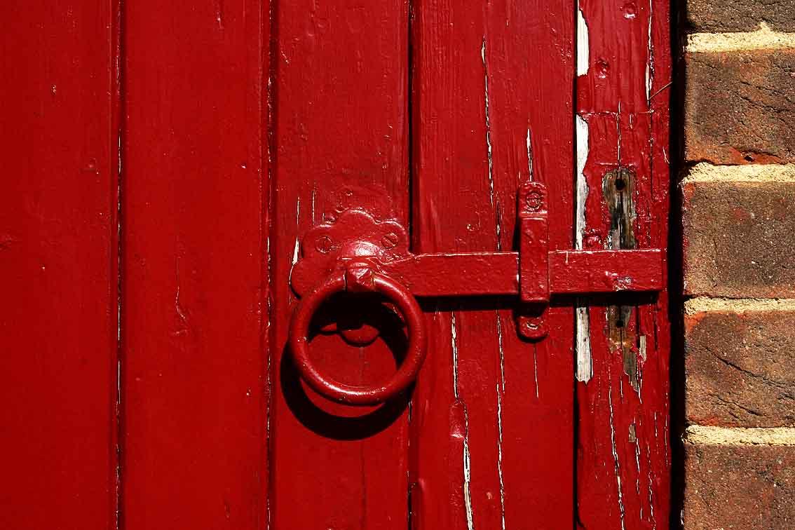 FileRed Door In Chobham Village 2 Surrey UK.jpg & File:Red Door In Chobham Village 2 Surrey UK.jpg - Wikimedia Commons pezcame.com