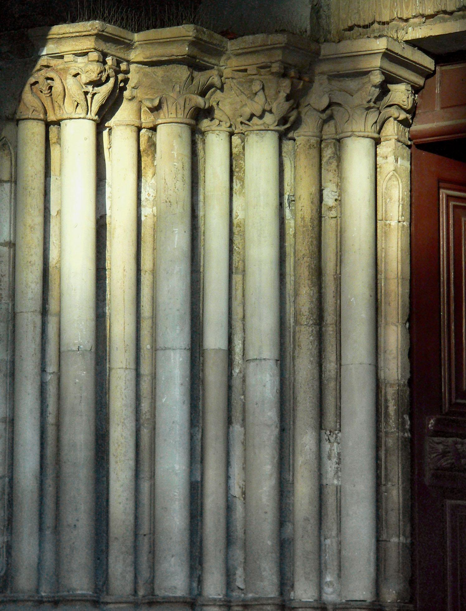 SGP Piédroit du portail du XIIe siècle.JPG