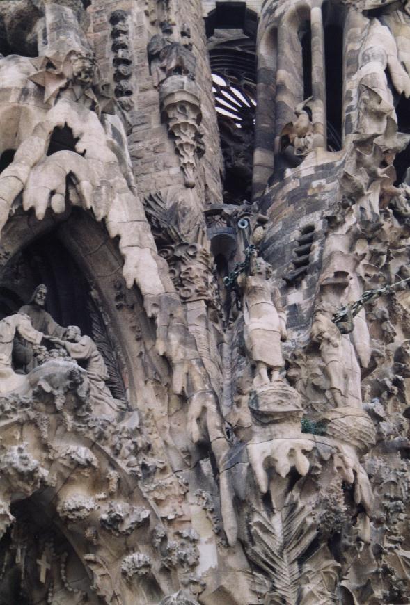 Antoni Gaudi Sagrada-Familia-Nativity