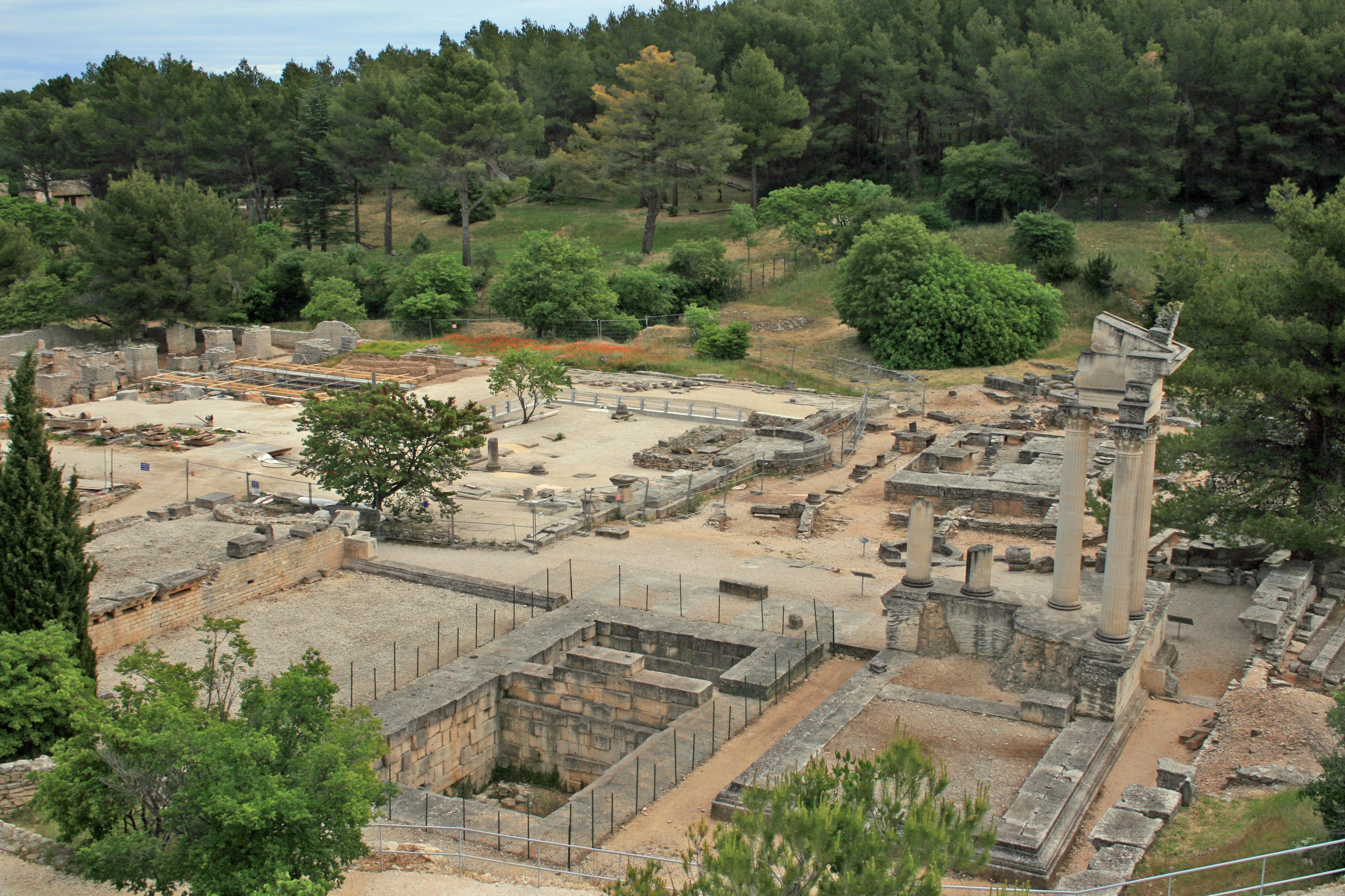 Saint remy de provence glanum arts et voyages for Entretien jardin st remy de provence