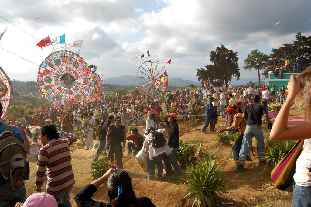 Santiago Sacatepequez Kite Festival Когда лучше ехать в Гватемалу: погода, праздники и события